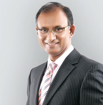 mr divya prakash specialist in knee and hip surgery, specialist knee surgeon in Birmingham, UK
